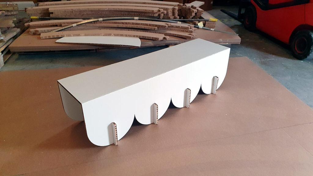 prototipo de soporte expositivo foto en el taller