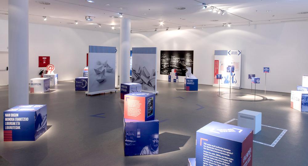 Sala interactiva de exposiciones en cartón