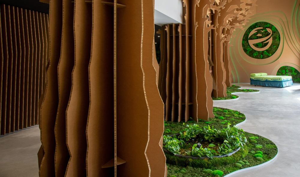 Troncos de árboles de cartón decorativos showroom