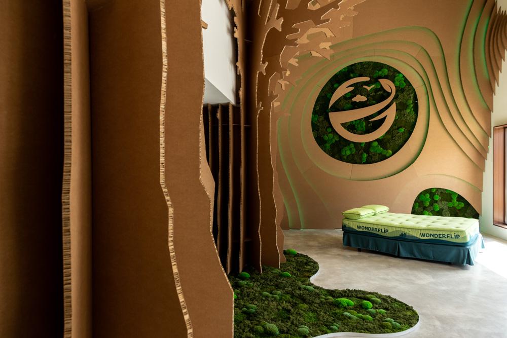 Diseño interior en cartón para showroom Wonderflip