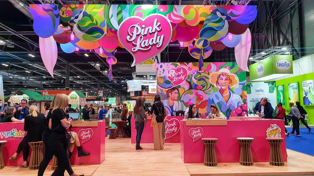 Vista frontal de stand para Pink Lady